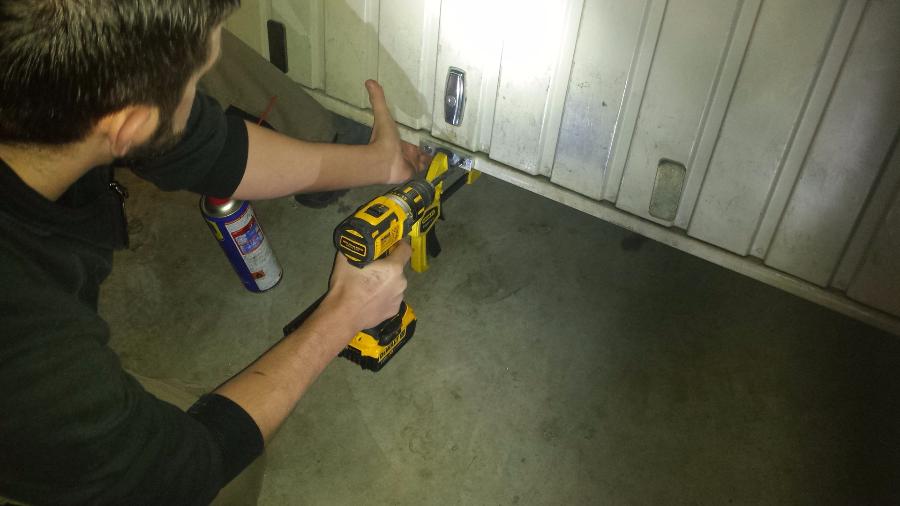 Serrurier marseille systeme de protection porte de for Systeme verrouillage porte garage